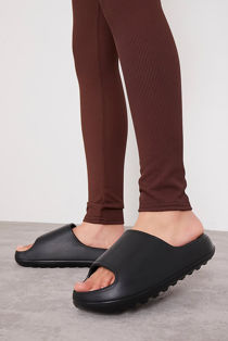 Black Rubber Ribbed Sole Sliders