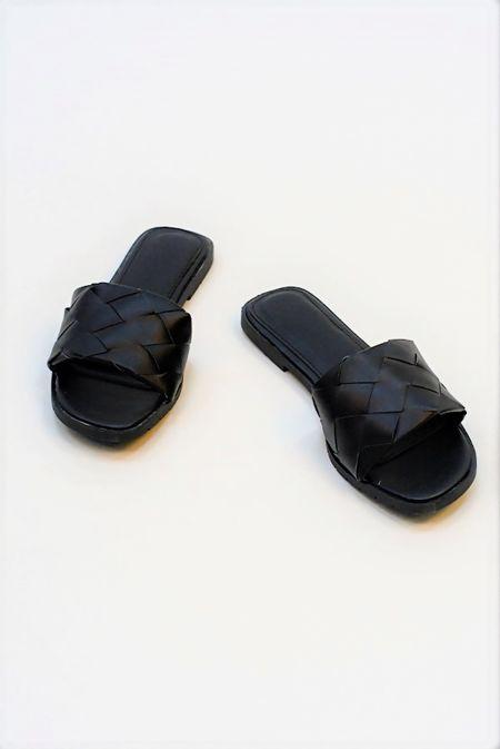 Black Quilted Slider